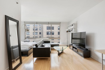 Bright Alcove Studio in Kips Bay with Empire State Building Views
